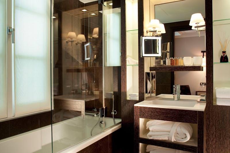 Hotel les jardins de la villa sur h tel paris for Salle de bain d hotel luxe