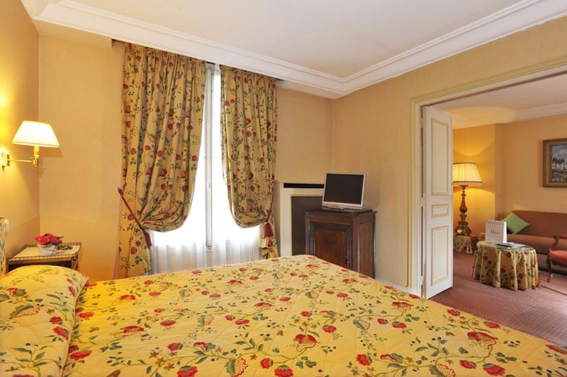 Hotel Le Littre In Paris
