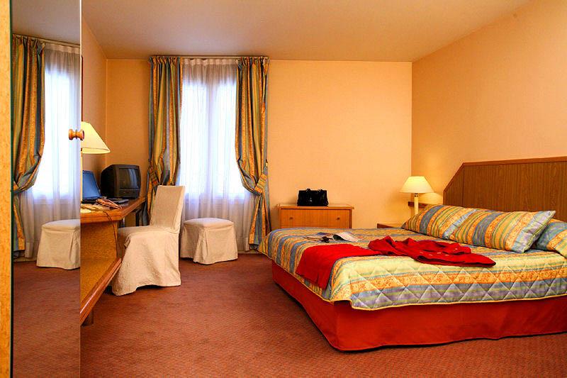 hotel fertel etoile rue des acacias paris sur h tel paris. Black Bedroom Furniture Sets. Home Design Ideas