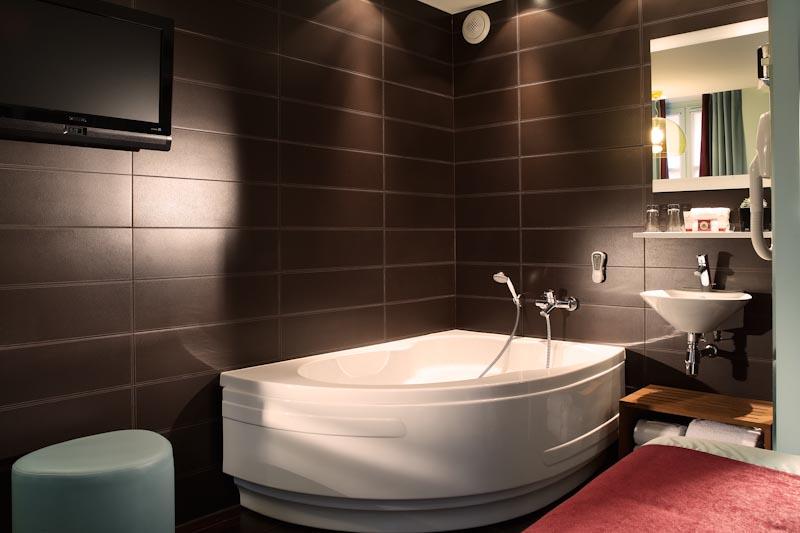 Hotel courcelles etoile sur h tel paris for Salle bain hotel