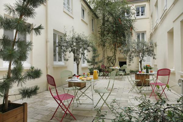 Patio Inter Hotel Lecourbe
