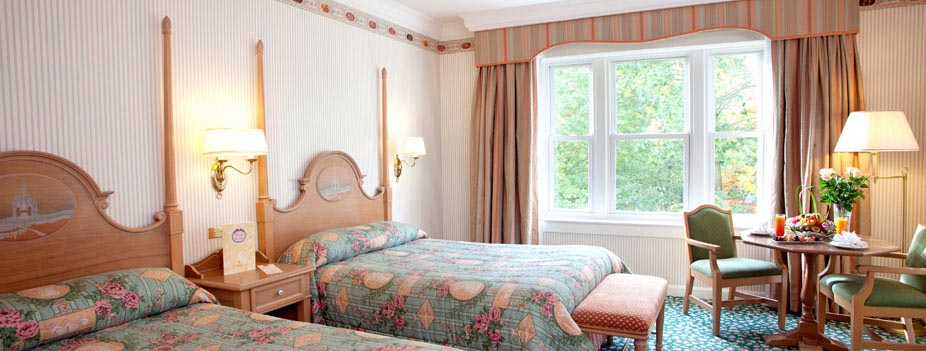 Disneyland h tel sur h tel paris for Interieur hotel disney