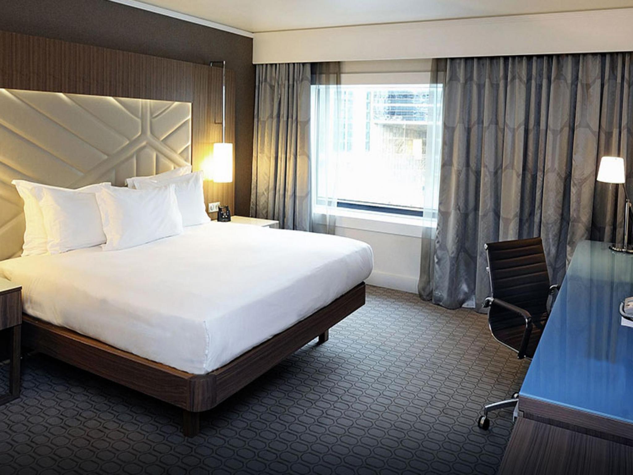 Hotel hilton la d fense sur h tel paris for Chambre hotel