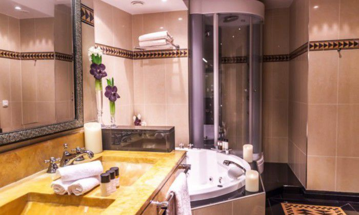 Best hotel salle de bain jacuzzi images design trends for Boutique salle de bain paris