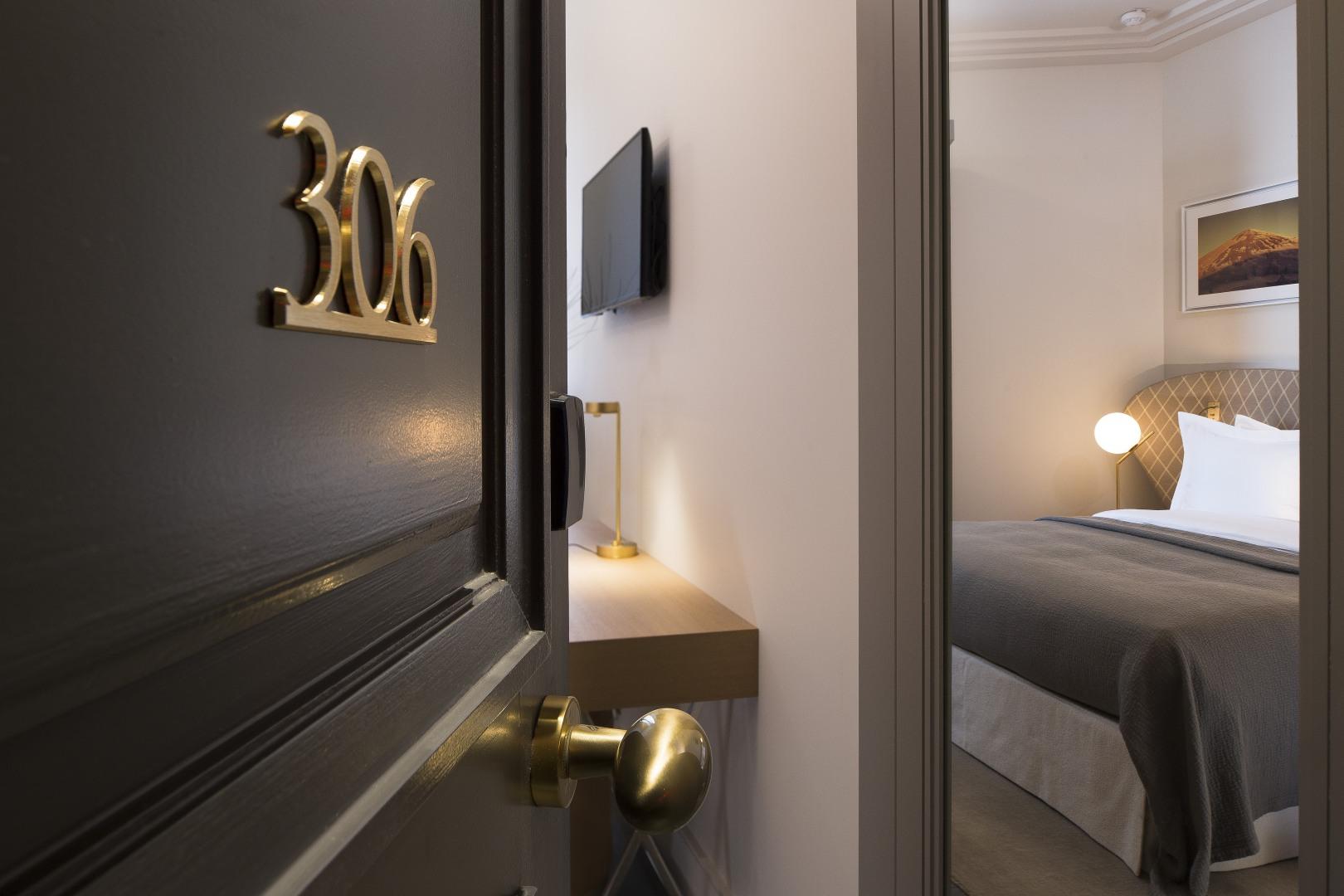 le marianne sur h tel paris. Black Bedroom Furniture Sets. Home Design Ideas
