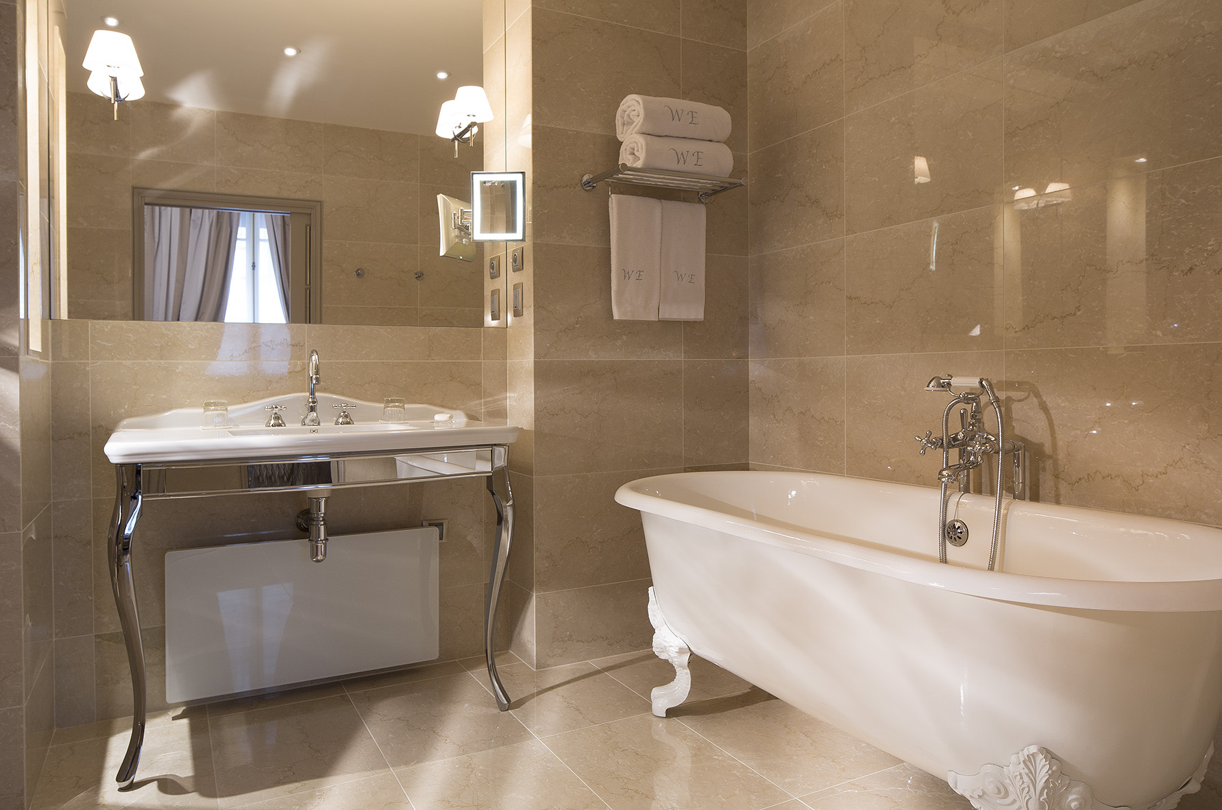 H tel west end sur h tel paris for Salle de bain paris