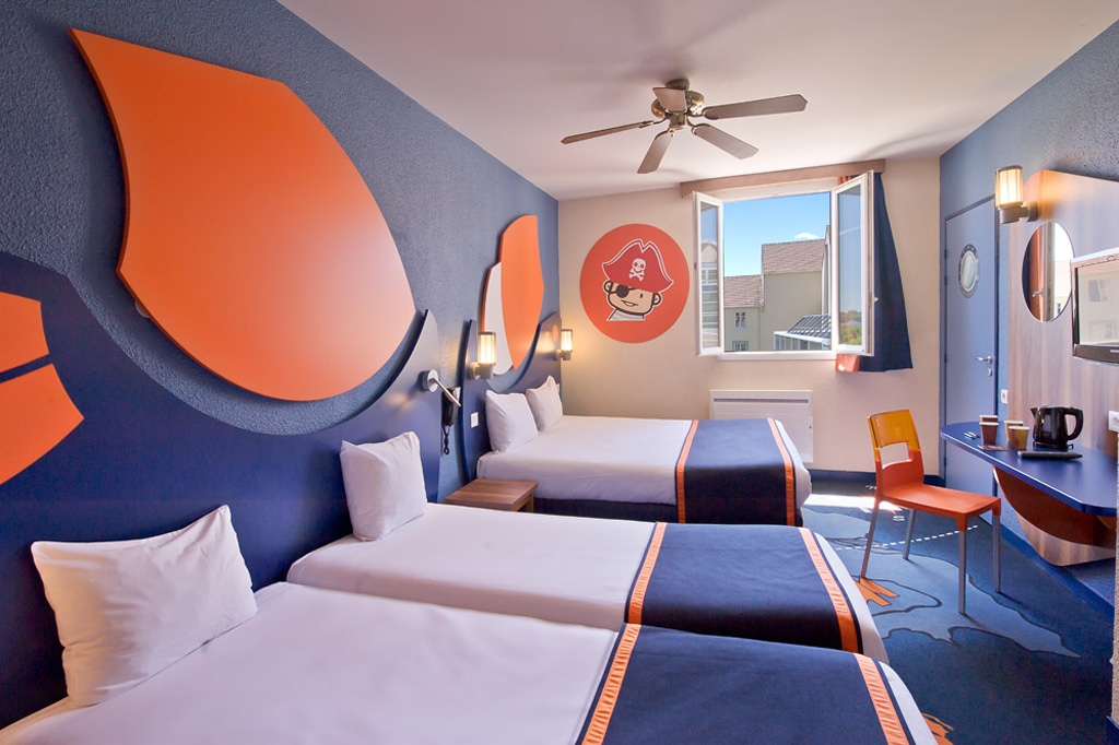 explorers hotel at disneyland paris sur h tel paris. Black Bedroom Furniture Sets. Home Design Ideas